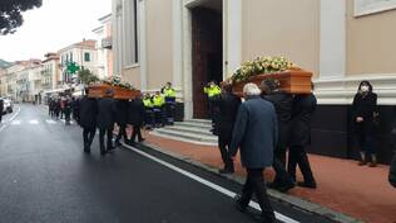 Diano Marina, funerali di Liana Bracco e Alessandro Delbecchi