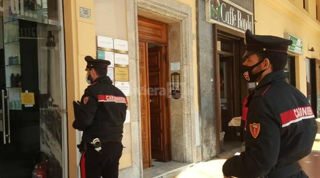 Imperia, parrucchiere aperto in piazza Dante: blitz dei carabinieri