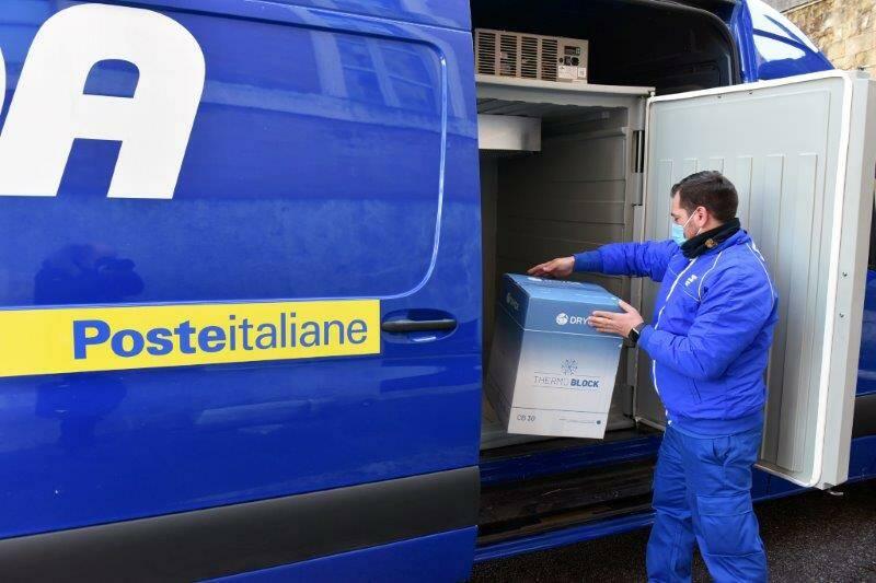 Poste Italiane consegna vaccino Astrazeneca