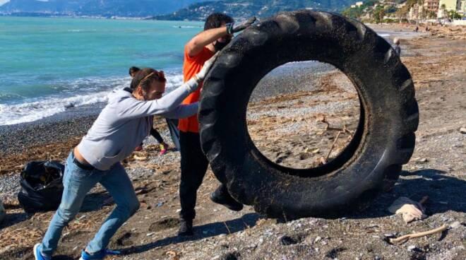 pulizia spiagge ventimiglia