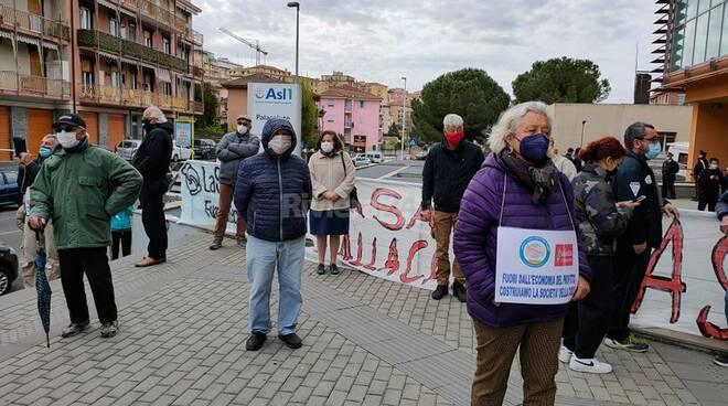 riviera24 - presidio dal Palasute «No all'ospedale unico»