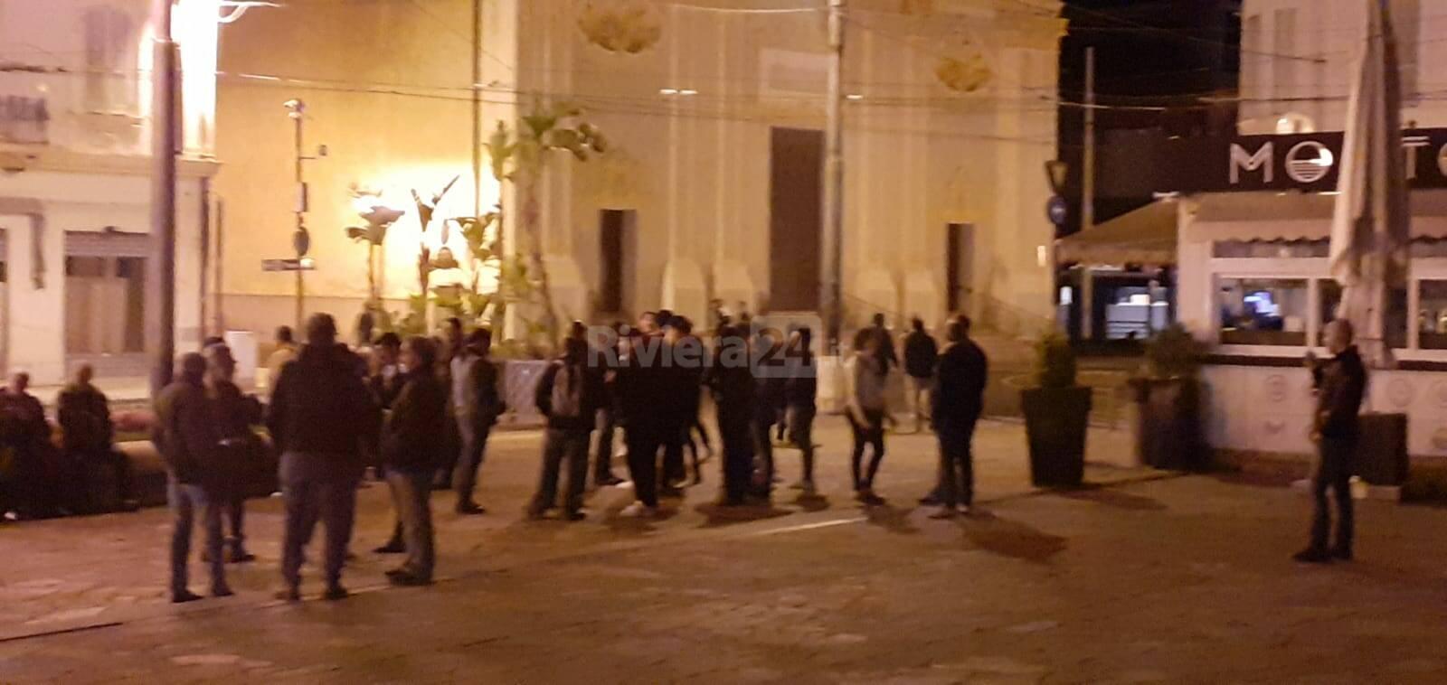 Sanremo, sfidano il coprifuoco identificati in piazza Colombo