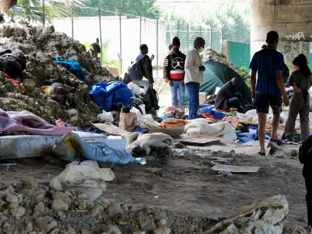 allontanamento sgombero migranti roverino