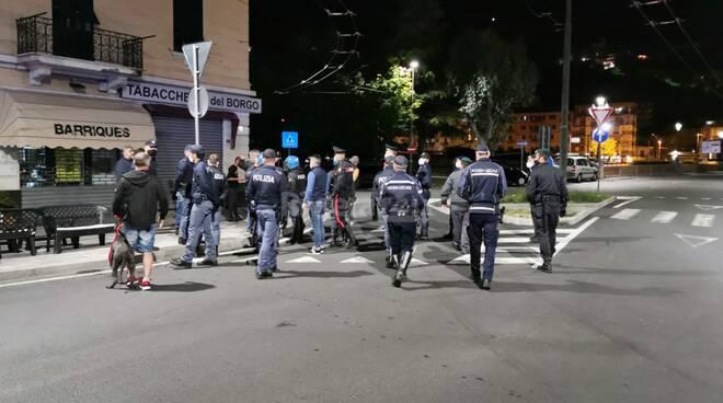 ventimiglia, violano il coprifuoco tensione in piazza costituente