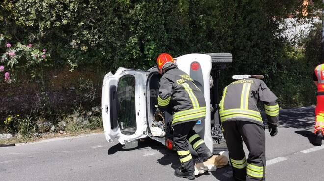 incidente cappottamento vigili del fuoco camporosso ambulanza