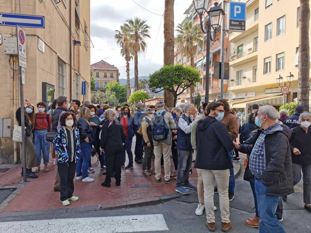 Riviera24- flashmob migrante suicida
