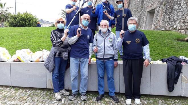 """riviera24 - Sanremo, il Panathlon Club in azione con il """"plogging"""""""