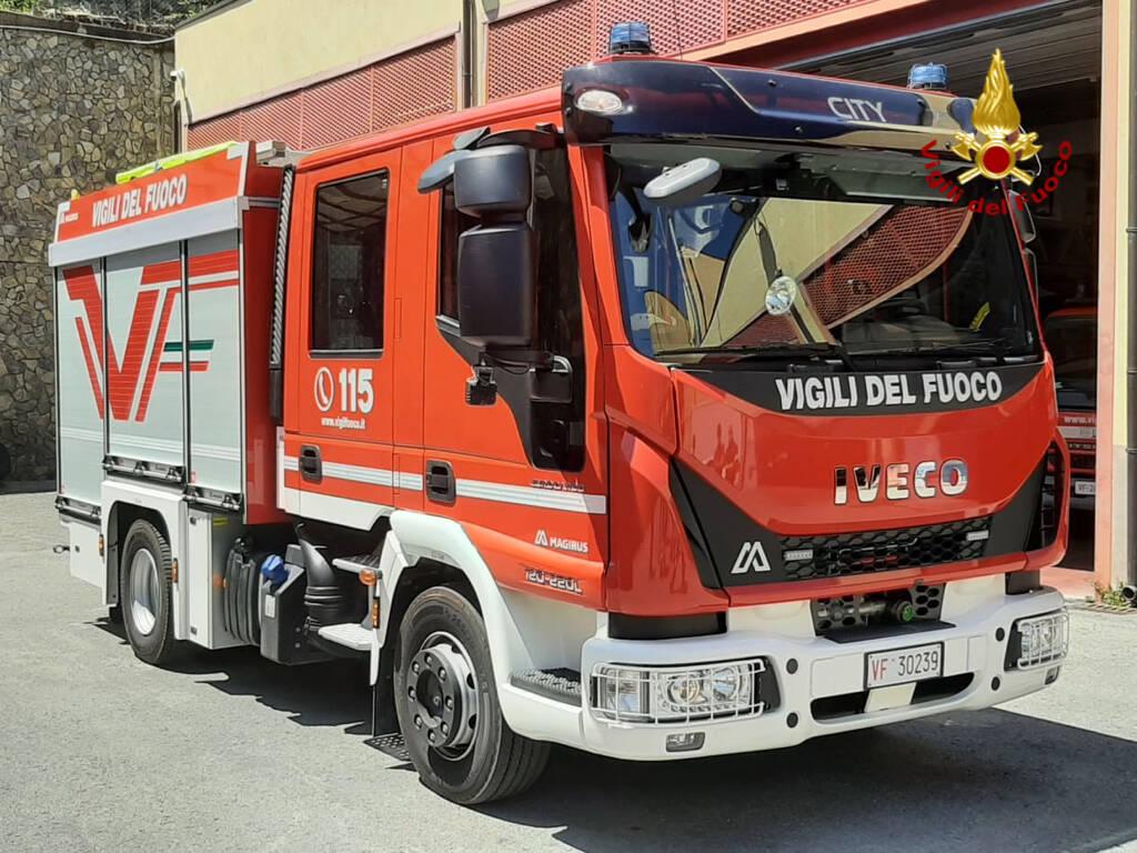 auto pompa vigili del fuoco
