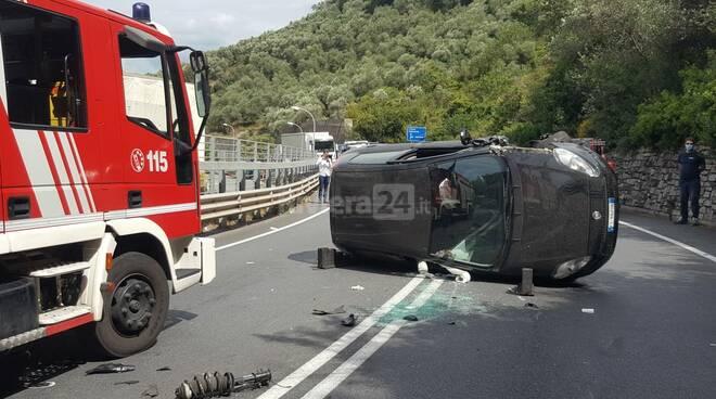 Pontedassio, frontale tra due auto sulla 28