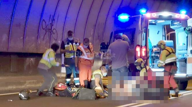 riviera24 - Incidente  scooter  galleria soccorsi tunnel