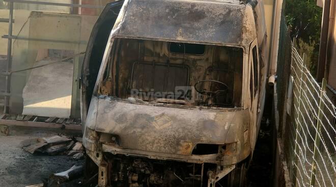 Camporosso, furgone bruciato