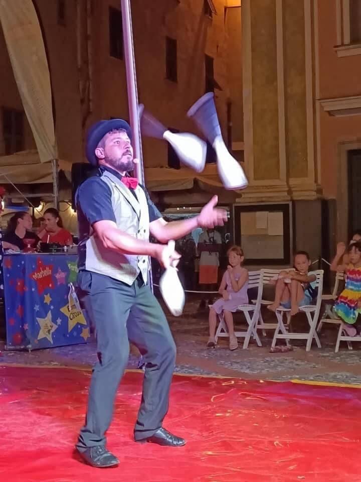 """""""Circus Show"""""""