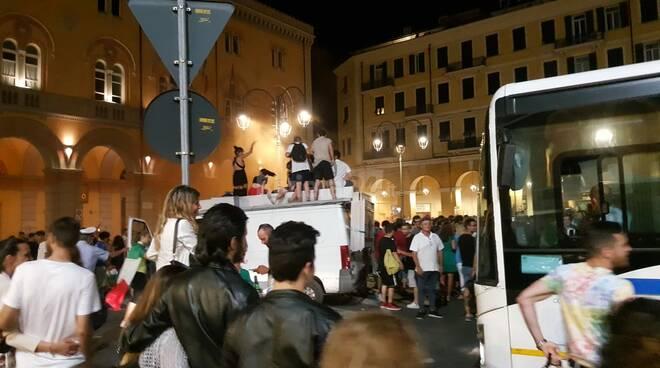 italia spagna festeggiamenti piazza dante