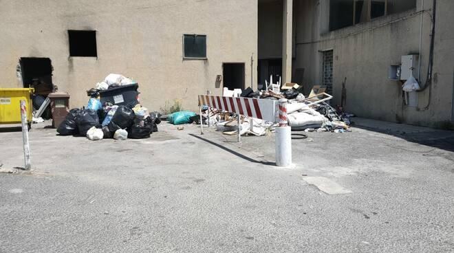 discarica case parcheggio