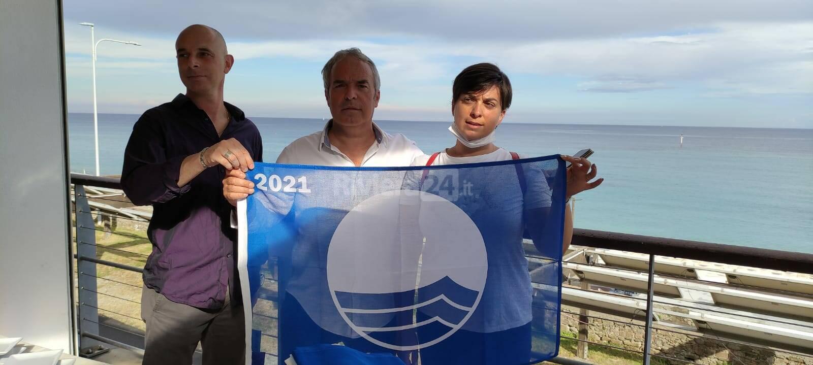 Sanremo, consegnate agli stabilimenti le Bandiere blu 2021
