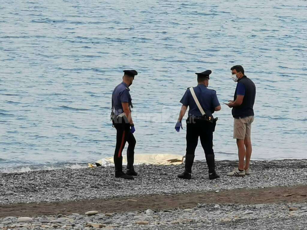 Cadavere Bordighera carabinieri spiaggia