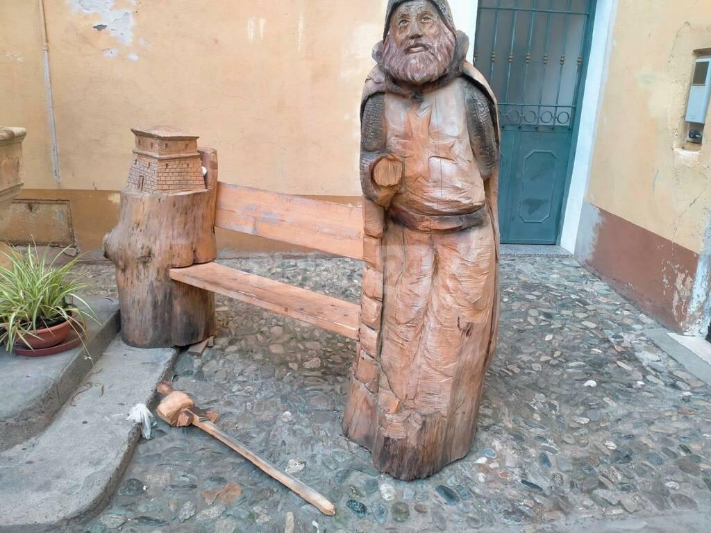 statua legno ospedaletti rotta