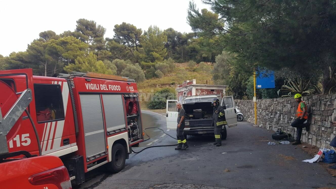 furgone incendio Capo Berta