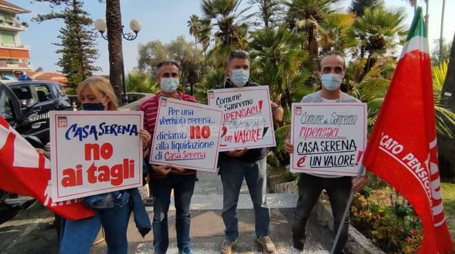 Protesta lavoratori casa serena sanremo