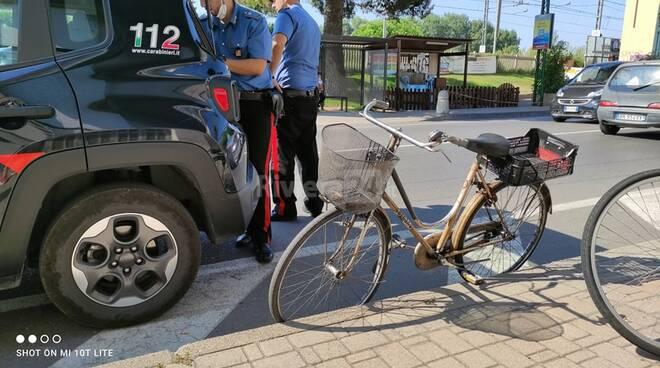 riviera24 - Camporosso, ciclista ottantenne muore scontrandosi con un'auto