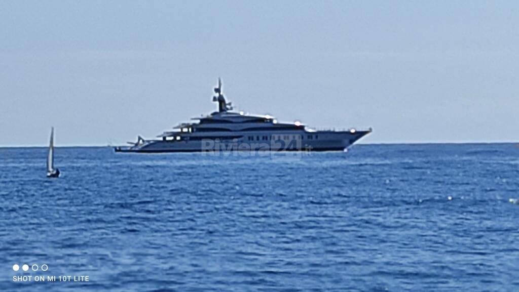 super yacht IJE