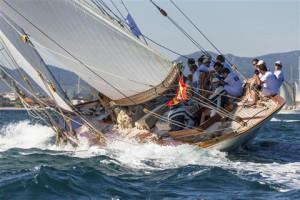 Sailing-yacht-HISPANIA-Sail-n-ESP-1-Class-GE15M-Year-1909-Boat-Type-15METRE-Designer-W_-FIFE-III-Photo-Carlo-Borlenghi